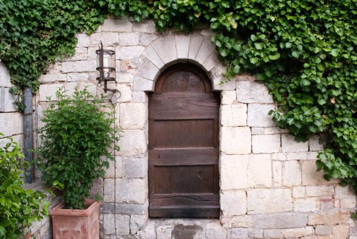 doors-of-italy-castello-di-spaltenna-courtyardPhotography