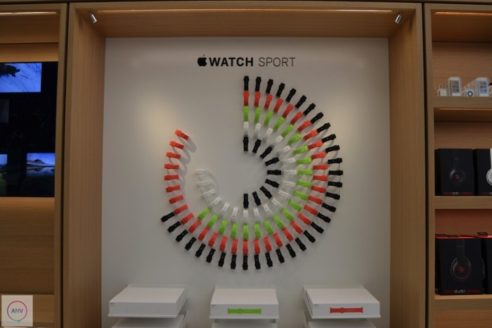 Ive_apple_store_iwatch